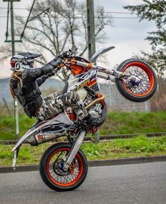 Ktm Dirt Bikes, Cool Dirt Bikes, Motorcycle Dirt Bike, Dirt Bike Girl, Motocross Ktm, Ktm Supermoto, Motard Bikes, Motocross Maschinen, Bicycle Decor