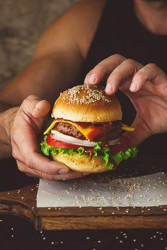 Si viajas a #NuevaYork, no pierdas la oportunidad de probar su famosa Cheese Burguer: carne, cebolla, lechuga, pan y delicioso queso.#Cheesebruguer  ¿Viajas a Nueva York? http://www.weplann.com/nueva-york?utm_source=pinterest&utm_medium=pin&utm_campaign=city&utm_content=Florencia&utm_term=WePlann