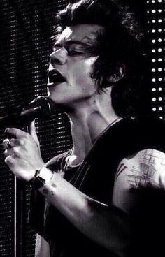Harry Styles 2013, Harry Styles Baby, Harry Styles Pictures, One Direction Pictures, One Direction Harry Styles, Harry Styles Style, Harry Styles Dimples, Harry Styles Crying, Fanfic Harry Styles