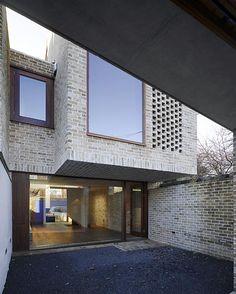 Too brutal - Grafton Architects Dublin Mews House Famous Architects, Brick Architecture, Residential Architecture, Architect Logo, Architect House, Mews House, Casa Patio, Brick Facade, Arquitetura
