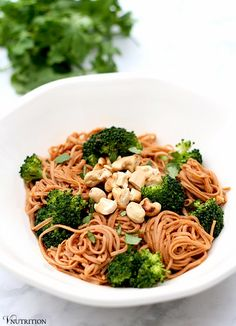 Meat Free Mondays - 7 Recipes for the Week Ahead including this delicious noodle dish plus quite a few bonus recipes. Why not try something new this week for Meatless Monday? Veggie and vegan recipes to try.