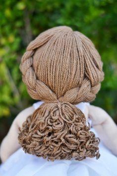 Peruca de lã Felt Doll Patterns, Primitive Doll Patterns, Sock Dolls, Felt Dolls, Fix Doll Hair, Doll Wigs, Monster Dolls, Sewing Dolls, Pretty Dolls
