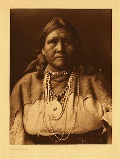 Jicarilla Matron, 1904. Photographer : Edward Sheriff Curtis