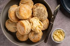 Best Buttermilk Biscuits, Flaky Biscuits, Side Dish Recipes, Bread Recipes, Snack Recipes, Sausage Rigatoni, Thing 1, Pastry Blender, Biscuit Recipe