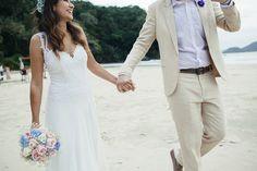 http://lapisdenoiva.com/casamento-pe-na-areia-juliana-e-fernando/  Foto: Rafael Canuto