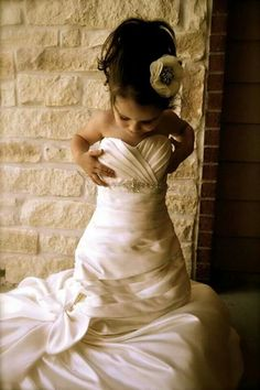 HAVE HAVE HAVE to get a pic like this with my baby girl especially since this IS my wedding dress!!