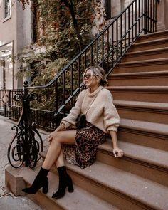 Confira a lista de peças essenciais no guarda roupa feminino de inverno. Peças curingas que são infalíveis nos looks para o seu dia a dia e para montar looks incríveis para sair. #modafeminina #dicasdelooks #guardaroupacapsula #inspiraçõesdelooks #fashioninspiration