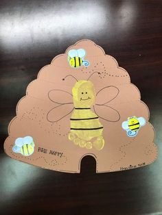 Toddler footprint ideas footprint crafts Easy Back to School Crafts for Kids to Make Back To School Crafts, Daycare Crafts, Classroom Crafts, Daycare Rooms, Bee Crafts For Kids, Toddler Art, Toddler Crafts, Insect Crafts, Footprint Crafts