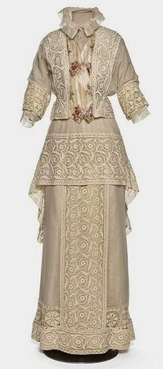 1910-1912 gown.