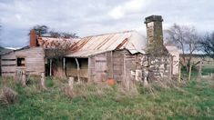 A rural property where infamous Australian bushranger Ned Kelly lived as a boy has sold at auction to private buyers. Old Abandoned Buildings, Old Buildings, Abandoned Places, Outback Australia, Wooden Shack, Parks, Ned Kelly, Australian Homes, Australian Farm