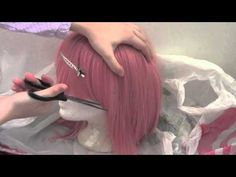 How to Cut Wig Bangs by Momotami Cosplay View the full tutorial here:...