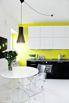 Love this colour in the wall. This beautiful picture is from blog Kahden suora.