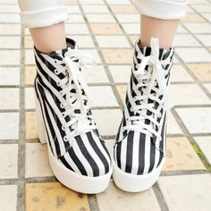 Spring Autumn Round Toe Lace Up Super High Chunky Black And White Canvas Ankle Martens Boots_Boots_Womens Shoes_LovelyWholesale | Wholesale Shoes,Wholesale Clothing, Cheap Clothes,Cheap Shoes Online. - LovelyWholesale.com