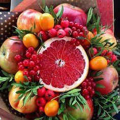 Fruit Centerpieces, Edible Arrangements, Fruit Flowers, Diy Flowers, Vegetable Bouquet, Deco Buffet, Food Bouquet, Edible Bouquets, Cupcake Art