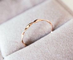 Mobius ring 14 k rose gold Wendung Band Möbius Stapelring, Rotgold, Weißgold, stapelbare Bandring, Ehering - Engagement Engagement Ring Rose Gold, Wedding Ring Bands, Engagement Couple, Twisted Wedding Bands, Rose Gold Band Ring, Simple Wedding Bands, Gold Bands, Wedding Jewelry, Ring Set
