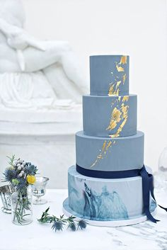 Gold Wedding Cakes Blue marble and gold metallic cake by The Wedding Cake Boutique. - The latest wedding cake trends brim with creativity. We rounded up our fav and most unique cake trends to surprise your guests with style. Metallic Cake, Metallic Wedding Cakes, Gold Cake, Silver Cake, Marble Cake, Gold Marble, Beautiful Wedding Cakes, Beautiful Cakes, Amazing Cakes