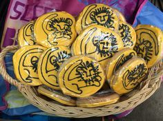Image result for lion king cookies Lion King Crafts, Bake Sale, Easter Eggs, Cookies, Image, Ideas, Crack Crackers, Biscuits, Cookie Recipes