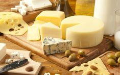 From blue cheese to brie, we show you where to find the very best cheese in the French capital. Brie, Como Fazer Cream Cheese, Saint Paulin, Fondue, Queso Camembert, Queso Ricotta, Block Of Cheese, Pop Up Dinner, Types Of Cheese
