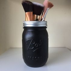 Matte black ball mason jar with a metallic lid, spray painted by hand. A Great way to add to you home decor collection. Can be used as a vase, make up brush holder, pen holder, event/wedding centerpieces and more. Lid colours in order... Rose Gold Silver Gold Lid also available in Copper and