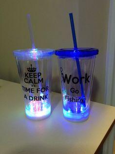 Light up tumblers Diy Gift For Bff, Cute Water Bottles, Custom Starbucks Cup, Cute Cups, Glow Party, Ideas Para Fiestas, 15th Birthday, Gel Pens, Sweet 16