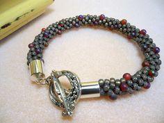 Kumihimo Armband, Kumihimo Perlen Armband, grau, lila, Seed Bead Armband