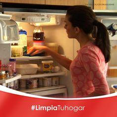 Elimina olores de tu refrigerador:  Es necesario colocar en un recipiente 1/4 de taza de cáscaras de naranja con un poco de sal, y mételo al refrigerador, verás que quitará los olores desagradables poco a poco.   ¿Qué opinas de este tip?  #Limpieza #Refrigerador