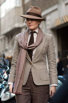The best street style photographs, strongest looks and most stylish men at the London Collections: Men shows for autumn/winter 2015 Women Wearing Ties, Suit Fashion, Womens Fashion, Dandy Style, Mode Costume, Androgynous Fashion, Business Dresses, Street Style Looks, Suits For Women
