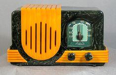 Antique Bakelite Radios – The Invisible Agent Frank Lloyd Wright, Radio Record Player, Record Players, Retro Tattoos, Art Deco, Vintage Television, Old Time Radio, Cool Clocks, Retro Radios