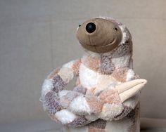Kuscheltier Faultier aus kuscheligem Plüsch / cute cuddly sloth for kids by andreavida via DaWanda.com