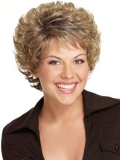 Do you like your wavy hair and do not change it for anything? But it's not always easy to put your curls in value … Need some hairstyle ideas to magnify your wavy hair? Cute Hairstyles For Short Hair, Short Curly Hair, Short Hairstyles For Women, Wavy Hair, Short Hair Cuts, Wig Hairstyles, Curly Hair Styles, Senior Hairstyles, Hairstyle Ideas