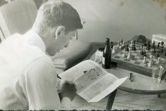 Bobby Fischer between rounds at Varna Olympiad, 1962 Chess, Bobby, Bulgaria, September, Life, Chess Players, Gingham