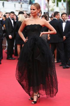 meanwhile at cannes... natasha poly in Oscar de la Renta.