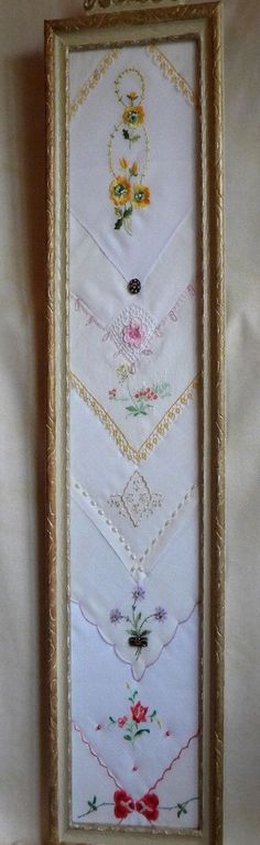 Another great way to frame vintage handkerchiefs! Antique Frame Dispetto contenente un di twinlyonsgiftshop su Etsy Diy Projects To Try, Craft Projects, Sewing Projects, Vintage Diy, Vintage Crafts, Vintage Jewelry, Vintage Lace, Vintage Display, Vintage Embroidery