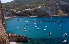 Ihr meint, im Mittelmeer kennt man ja eh schon jede Insel? Dann schaut Euch mal Ponza an… traumhaft!  Günstiger Geheimtipp: eine Nacht im Hotel Chiaia Di Luna ab 43 €  http://www.lastminute.de/reisen/4915-48090-hotel-chiaia-di-luna-ponza-insel-ponza/?lmextid=a1618_180_e30