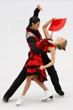 Kaitlyn Weaver and Andrew Poje (Photo by Feng Li/Getty Images) Ice Dance Dresses, Next Dresses, Figure Skating Costumes, Figure Skating Dresses, Kaitlyn Weaver, Virtue And Moir, Tessa And Scott, Beautiful Figure, Ballroom Dancing