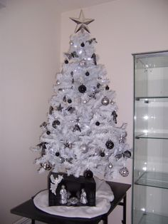 1000 images about sapins de no l on pinterest noel magazines and salons. Black Bedroom Furniture Sets. Home Design Ideas