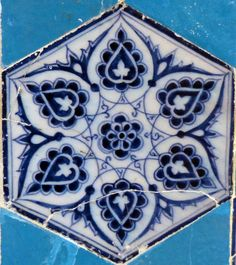 Leaf Design - Yildiz Motif Stencil Painting, Ceramic Painting, Ceramic Artists, Turkish Art, Turkish Tiles, Islamic Tiles, Islamic Art, Different Kinds Of Art, Blue Pottery