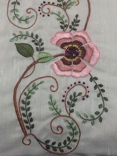Hand Embroidery Flower Designs, Basic Embroidery Stitches, Embroidery Works, Ribbon Embroidery, Machine Embroidery Designs, Embroidery Patterns, Candlewicking Patterns, Brazilian Embroidery, Needle And Thread