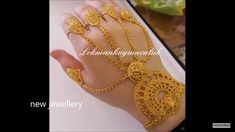 Mens Gold Jewelry, Gold Jewelry Simple, Hand Jewelry, Gold Bangles Design, Gold Earrings Designs, Gold Jewellery Design, Indian Bridal Jewelry Sets, Indian Jewelry, Gold Bangle Bracelet