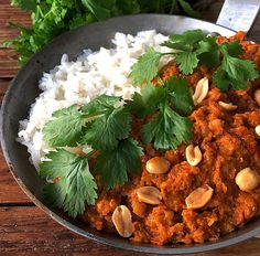 pähkinäinen linssikastike Salty Foods, Food Goals, Chana Masala, Food Inspiration, Healthy Recipes, Healthy Food, Recipies, Curry, Food And Drink