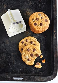 salted & malted chocOlate chip cookies