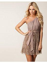 http://nelly.com/dk/t%C3%B8j-til-kvinder/t%C3%B8j/festkjoler/dry-lake-974/rosie-dress-270034-122/