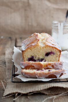 Lemon blueberry drizzle bread or how to make a bread look gorgeous :-)