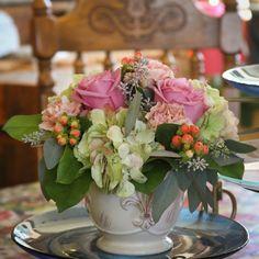 Such a pretty flower arrangement.