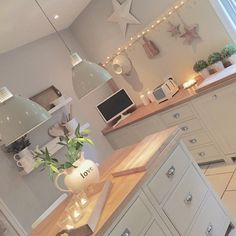 Shabby and Charme: La bellissima casa di Emma Jane – Home Decor Ideas – Interior design tips Open Plan Kitchen, New Kitchen, Kitchen Decor, Cosy Kitchen, Green Kitchen, Design Kitchen, Kitchen Ideas, Küchen Design, House Design