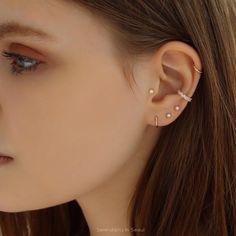 piercings oreja Tiny Freshwater Pearl Stud Earrings in Gold Tragus Piercings, Pretty Ear Piercings, Ear Peircings, Cartilage Earrings, Tragus Piercing Jewelry, Ear Gauges, Ear Cuff Piercing, Unique Ear Piercings, Female Piercings