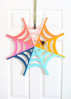 These Eerily Easy Halloween Craft Ideas Will Get You Pumped for Fall DIY Rainbow Spider Web Wreath for Halloween Easy Halloween Crafts, Holidays Halloween, Scary Halloween, Fall Crafts, Halloween Decorations, Diy And Crafts, Crafts For Kids, Halloween Wreaths, Homemade Halloween