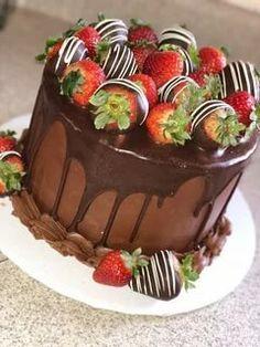 Coconut Hot Chocolate, Chocolate Strawberry Cake, Chocolate Drip Cake, Strawberry Cakes, Homemade Chocolate, Chocolate Covered Strawberries Cake, Drip Cakes, Cake Designs, Cupcake Cakes