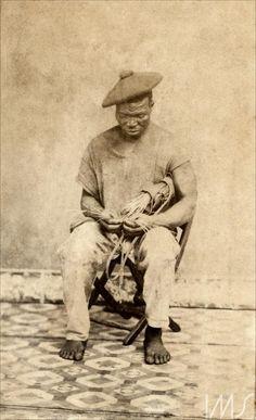 """""""Escravo posando em estúdio"""" (Slave posing in studio), photographed by João Goston. Salvador  BA  Brazil, ca 1870. Instituto Moreira Salles."""