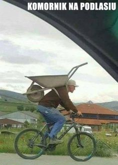 I was going to die without knowing what that handle was for under the wheelbarrow. - Ron Cats - - I was going to die without knowing what that handle was for under the wheelbarrow. Funny Images, Funny Photos, Best Funny Pictures, Walmart Humor, Best Memes, Best Funny Jokes, Stupid Funny, Funny Humor, Dumb And Dumber